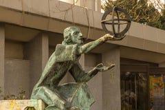 天文学家尼古拉・哥白尼雕象  免版税库存照片
