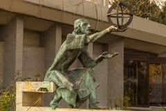 天文学家尼古拉・哥白尼雕象  免版税库存图片