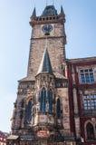 天文学时钟在老镇中心 免版税库存图片