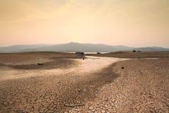 天旱和干河气候变化场面  免版税库存图片