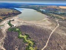 天旱鸟瞰图影响了沼泽地河默里 库存照片