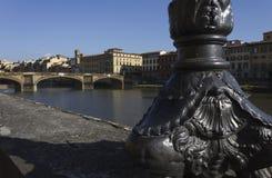 天时间的佛罗伦萨与三位一体桥梁在背景中 图库摄影