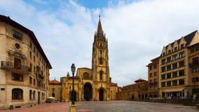 天时间的奥维耶多大教堂 阿斯图里亚斯西班牙 免版税库存图片