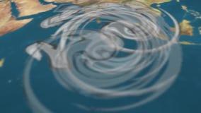 天气图跟踪在世界地图的飓风 库存例证