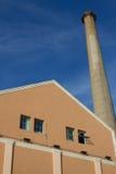 天然气加工厂塔 库存照片