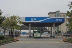 天然气加油站 库存照片