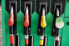 天然气在汽车加油站的汽油箱 库存图片