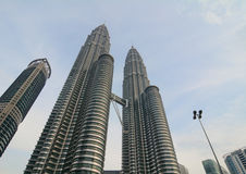 天然碱双塔在吉隆坡,马来西亚 图库摄影