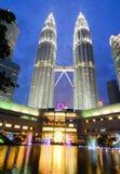 天然碱双塔在吉隆坡,马来西亚 库存照片
