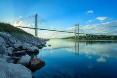 天生被反映的Halkida的桥梁 库存照片