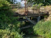 天生被索还的被毁坏的桥梁 免版税库存照片