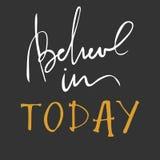 今天相信  健身,健身房的激动人心和刺激行情 现代书法样式 手字法和 免版税库存照片