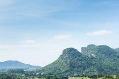 天空、山和森林泰国的 库存照片