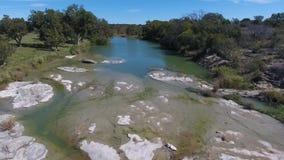 天空中跨线桥小河在俄克拉何马