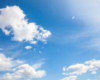 天空云彩、天空与云彩和太阳 库存图片