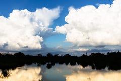 天空反射 免版税图库摄影