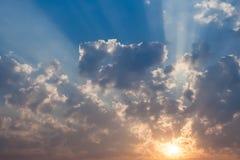 天空和云彩。 库存照片