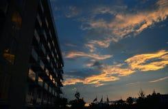 天空和云彩用不同和美好的颜色 免版税库存图片