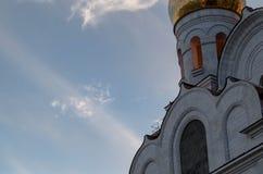 天空和云彩背景的教会  免版税库存照片