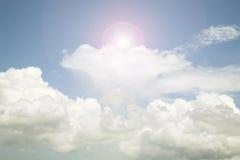 天空和云彩,好天气天背景 图象是减速火箭的filte 免版税库存照片