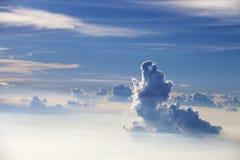 天空和云彩-蓝色天堂般的白天 免版税库存图片