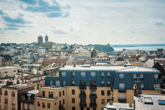 天空和城市在布里坦尼 免版税库存照片