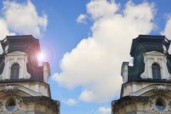 天空和城镇厅 免版税库存照片