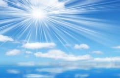 天空和太阳背景 免版税库存照片