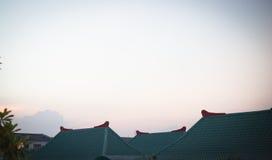 天空和家 免版税库存照片