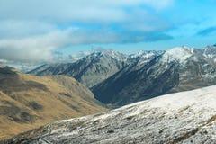 天空和山在冬天 免版税图库摄影