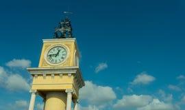 天空和时钟,塔拉贡纳纪念碑 图库摄影