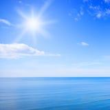天空和海洋 免版税库存图片