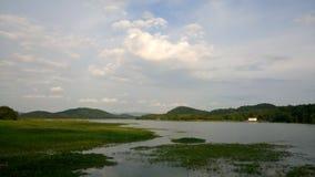 天空和湖 免版税库存照片