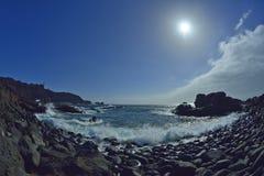 天空和蓝色海洋水 免版税库存照片