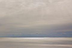 天空和水视图 库存照片
