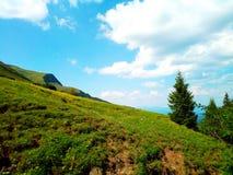天空在山的背景中 免版税库存图片