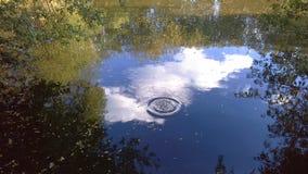 天空在河 库存照片