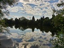 天空在河 免版税库存照片