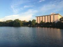 天空在Nakhonratchasima的大学由我自己在电话 库存图片