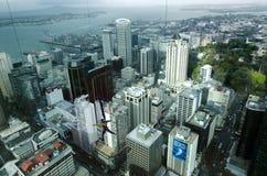 从天空塔的橡皮筋跃迁在奥克兰新西兰NZ 免版税库存照片