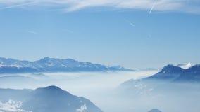 天空山美丽的景色到法国alpes里 库存照片