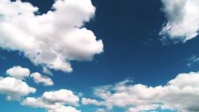 天空是蓝色的,并且白色云彩是非常美丽的 影视素材