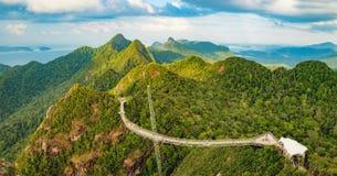 天空桥梁全景在凌家卫岛,马来西亚 免版税库存照片