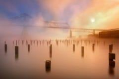 天空桥梁在有雾的早晨 库存照片