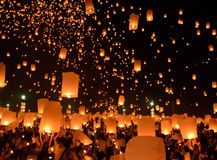 天空灯会或伊彭节日在清迈,泰国 库存照片