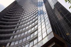 天空的反射在哥伦比亚中心的在西雅图,华盛顿,美国 库存照片