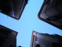 天空的形式在城市 库存图片