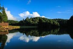 天空的湖 库存图片