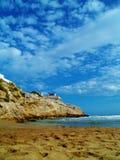 天空的看法从海滩的 库存图片