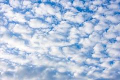 天空的秀丽与云彩和太阳的 库存图片